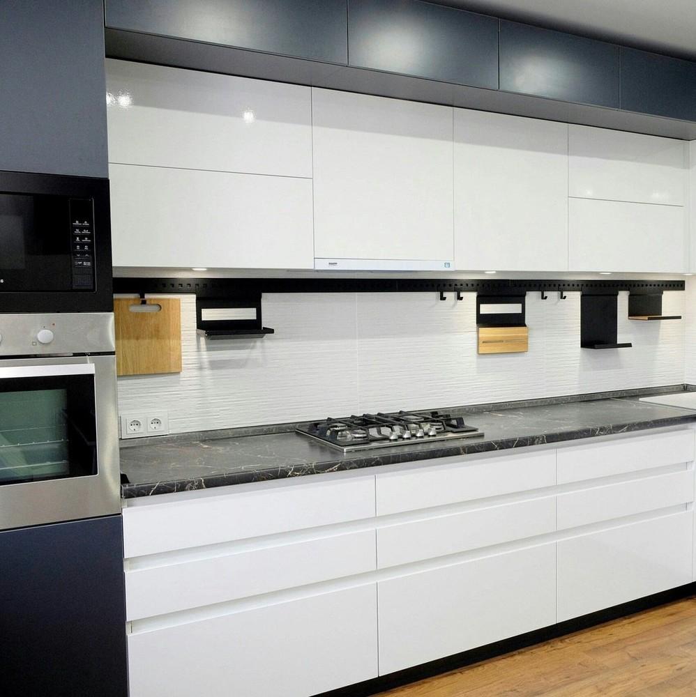 Белый кухонный гарнитур-Кухня МДФ в ПВХ «Модель 81»-фото1