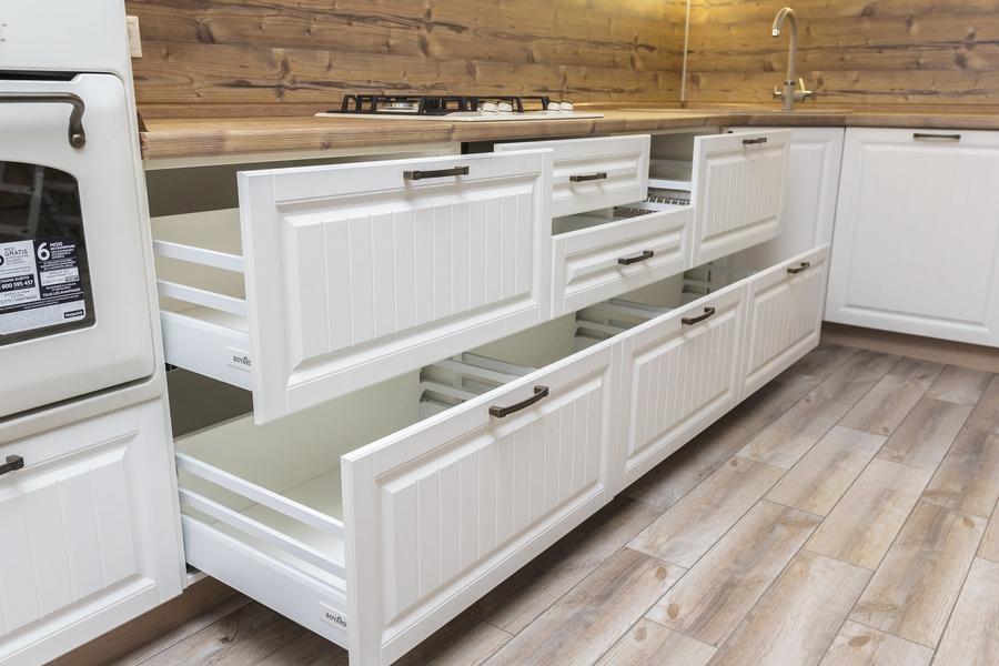 Белый кухонный гарнитур-Кухня МДФ в ПВХ «Модель 10»-фото6